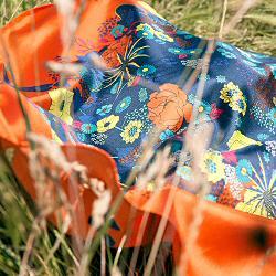 Annee carre de soie Bouquet orange 90cm made in France
