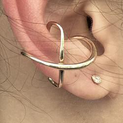 Faris earcuff solo Juxta bronze