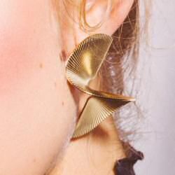 Margi Darika boucles d'oreilles Leo dorées