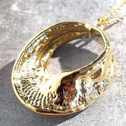 Margi Darika collier Fossile doré