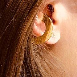 Saskia Diez earcuff Disc dore