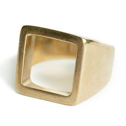 Soko bague chevaliere Open Square statement laiton recycle plaque or gp