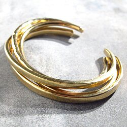 Soko Delicate set de bracelets martelles laiton recycle plaque or