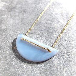 Trois Petits Points collier Moon Opale bleue  laiton dore