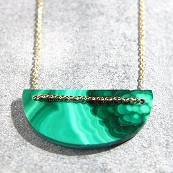Trois Petits Points collier Moon Malachite (vert) laiton dore