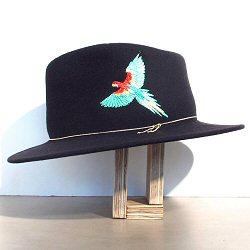 Van Palma chapeau brodé perroquet Dakota noir